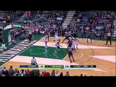 Elton Brand buries a jump shot against Milwaukee