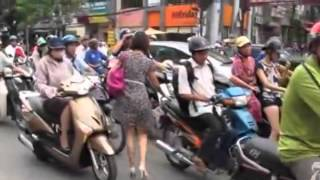 How to Cross the road in Viet Nam - The New York Times