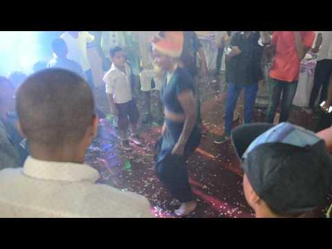 AFRICAN GIRL DANCE CRIP WALK