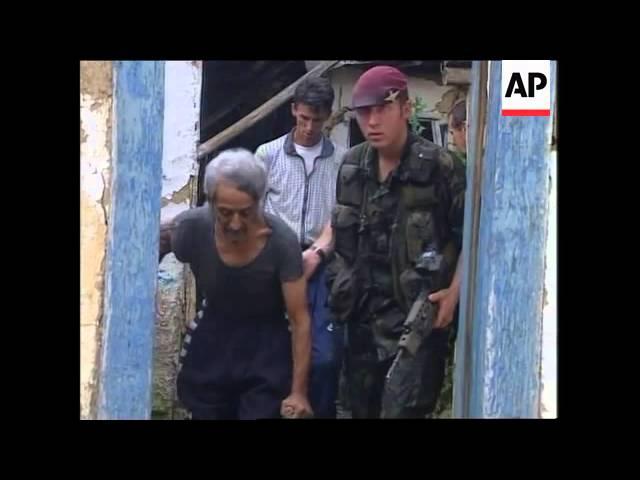KOSOVO: PRISTINA: HOUSES BURN IN GYPSY COMMUNITY