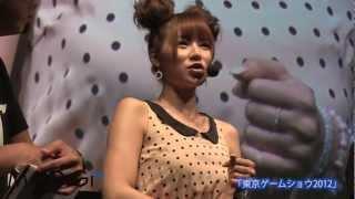 グラビアタレントの手島優さんが9月22日、幕張メッセ(千葉市美浜区)で開催中の「東京ゲームショウ2012」のコナミブースに登場した。人気ゲーム「メタルギア」シリーズの ...
