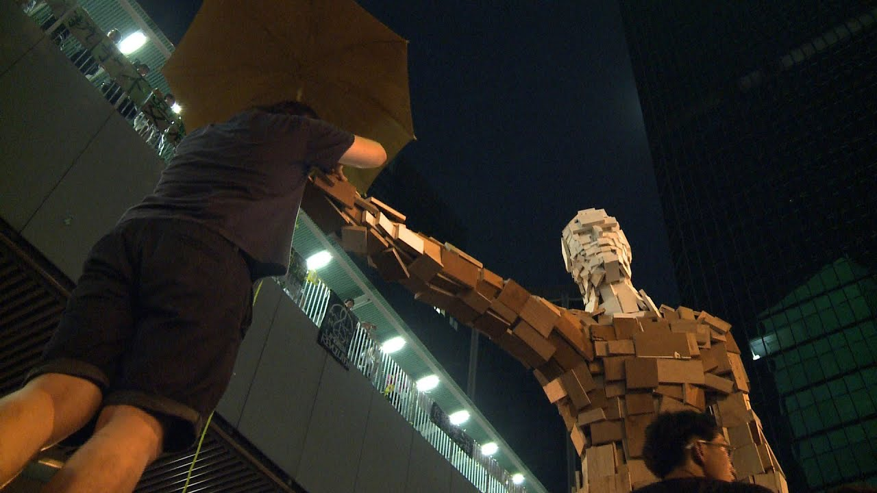 Hong Kong Protests Continue as Government Deadline Nears