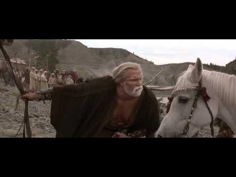 the-13th-warrior---halga-laughs-at-small-arab-horse