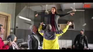 شاهد كيف نفذت الفنانة نيللى كريم مشهد الطيران فى 'سقوط حر'