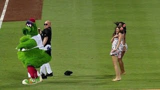 Phillie Phanatic shows off his dance moves