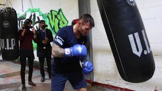 PREPARING FOR BILLY JOE SAUNDERS! - MARTIN MURRAY LETS OFF SHOTS ON HEAVY BAG / SAUNDERS v MURRAY