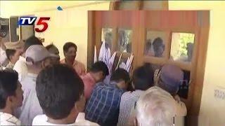 MRPS Members Break and Enter Into TDP Office - Guntur : TV5 News