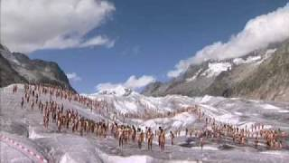Hundreds strip naked on glacier in global warming protest