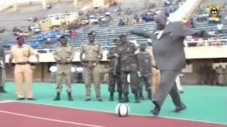 LOL! Oegandese vice-premier in 1, 2, 3... - VOETBAL INSIDE