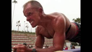 Cựu lính hải quân Mỹ 62 tuổi lập kỷ lục thế giới plank lâu nhất lịch sử