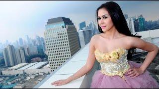 Setelah Dihamili Dan Disuruh Gugurkan Kandungan, Model Anneke Dapat Simpati Netizen
