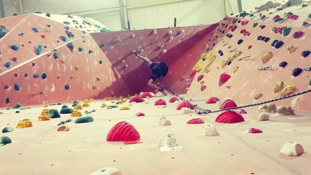 Kletterhalle No Limit Leipzig - UIAA 5/6+ Überhang