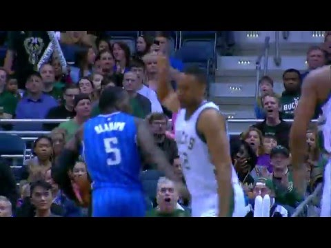 Jabari Parker Throws it Down on DeWayne Dedmon