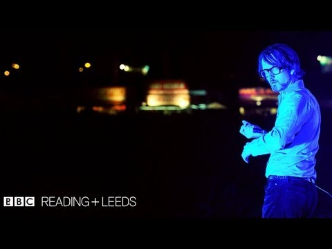 Pulp perform 'Disco 2000' at Reading Festival 2011 - BBC