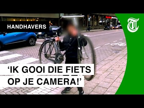 Agressieve fietser bedreigt cameraploeg