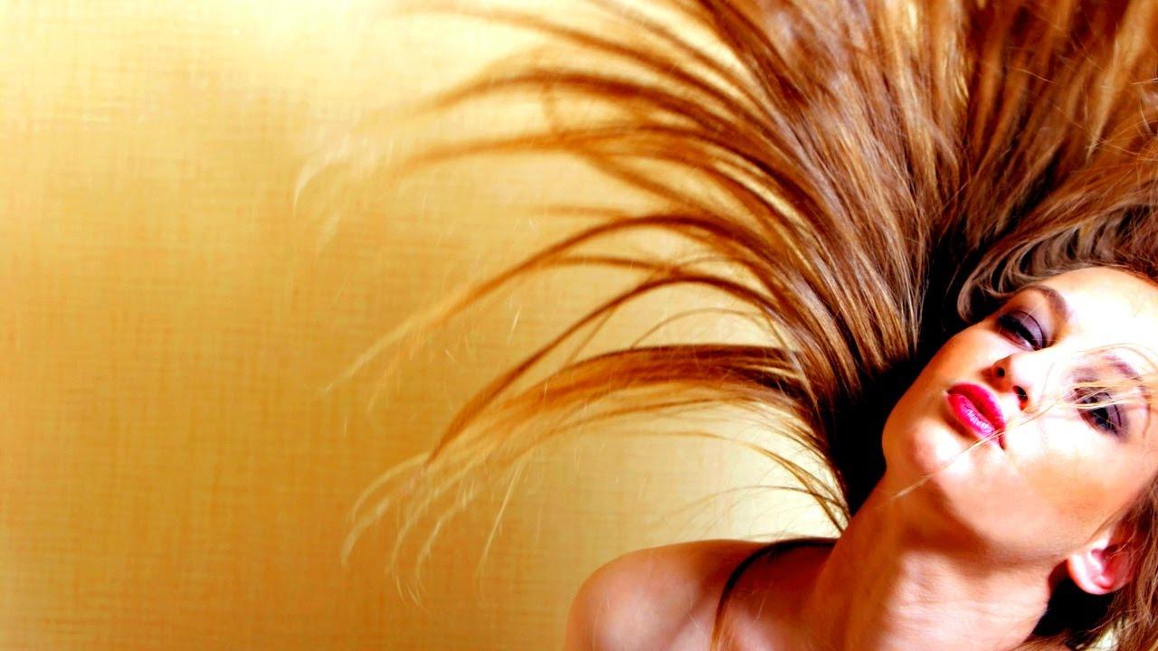 Сонник парень расчесывает мне волосы
