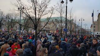 ТЫСЯЧИ УЧИТЕЛЕЙ вышли на БЕССРОЧНЫЙ ПРОТЕСТ в центр Вильнюса!