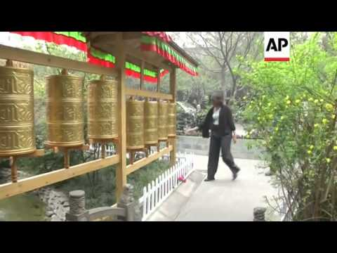 Michelle Obama has ended her weeklong trip to China with a Tibetan theme, having lunch in a Tibetan