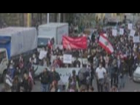 Protesters march to PM's office as Lebanon crisis persists