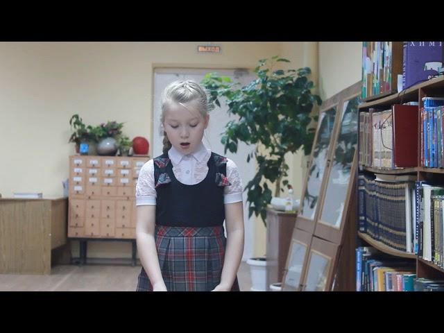 Изображение предпросмотра прочтения – АлинаБачкина читает произведение «Бежит тропинка с бугорка» М.И.Цветаевой