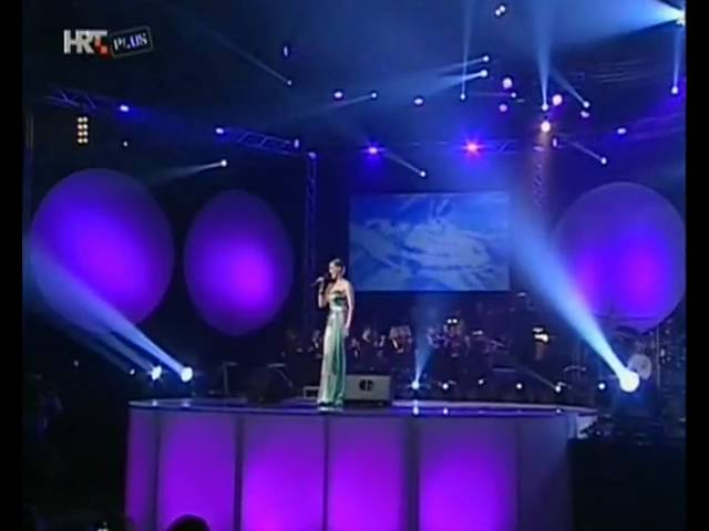 jelena-rozga-samo-simpatija-live-svi-pjevaju-koncert-u-cast-djordja-novkovica-08-nonamebg