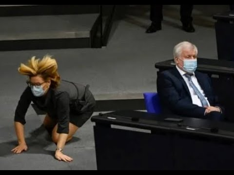 Bad fall of stairs by Minister Julia Klöckner in the Bundestag - YouTube