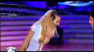 Видео: Bailando por un sueño 2010 - Amalia granata y Gabriel Usandivaras