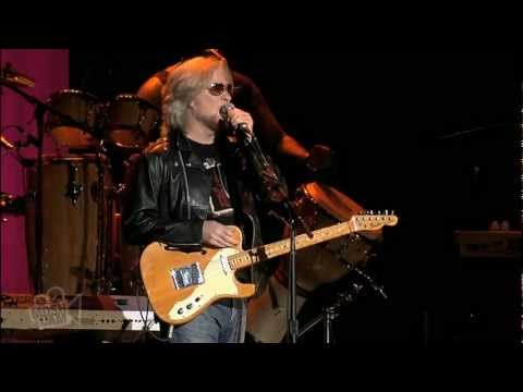 Daryl Hall and John Oates - Adult Education   Live in Sydney   Moshcam