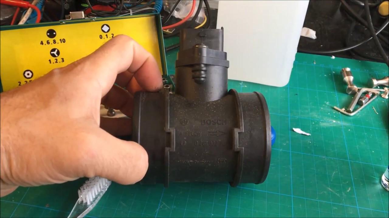 Reparación , limpieza caudalimetro riparazione pulizia bosch clean air imput sensor sensor maf - YouTube