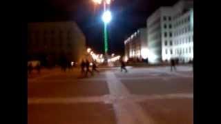 Массовка удирает со съёмок фильма «Авель» возле Дома правительства в Минске(, 2014-01-31T15:32:54.000Z)