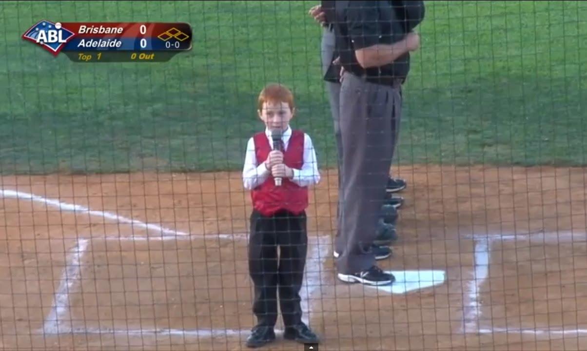 オーストラリアン・ベースボールリーグで国歌斉唱という大役を任された7歳の少年に起こってしまった珍事件ww