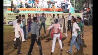 Jignesh Kaviraj Gujarati Garba Song Navratri Live 2011 - Lions Club Kalol  - Day -3 Part - 21