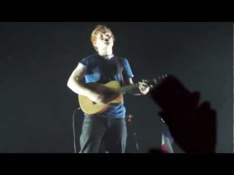 Ed Sheeran sings Little Things