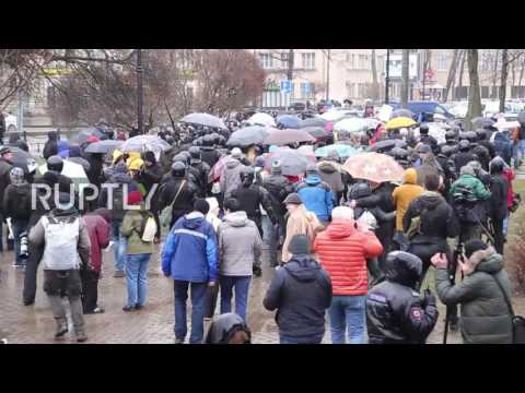 Russia: Protesters detained at unauthorised 'Open Russia' rally in St. Petersburg