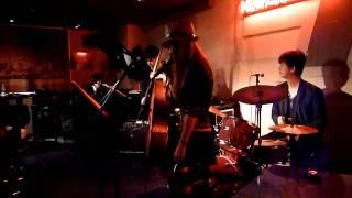 2010年11月28日(日)水道橋「東京倶楽部」でのライブです。チカエ嬢の...