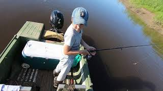 Рыбалка.Первая ЩУКА на блесну 2019.