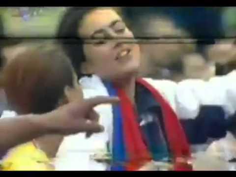 Jelena Karleusa peva Cecinu pesmu Beograd - Novi Sad 1999 Uzivo from YouTube · Duration:  1 minutes 48 seconds
