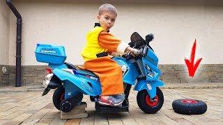 Dima desempacotou uma nova motocicleta com acionamento elétrico