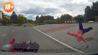 Чудовищная авария.В Екатеринбурге машина сбивает коляску с 3-мя детьми.(Момент жуткой аварии снял видеорегистратор.Авария произошла в минувшее воскресенье. 20-летний парень на..., 2015-07-27T16:31:24.000Z)