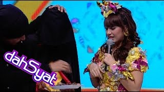 Laki Laki Misterius Fans Berat Nabila Jkt 48 - Dahsyat 27 Agustus 2014