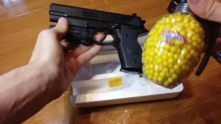 Пистолет на пульках 6мм с фонариком пластиковый