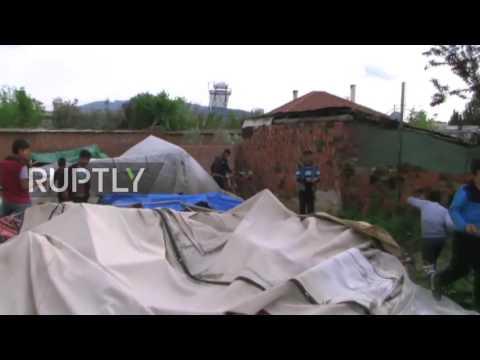 Turkey: Armed mob destroys Syrian refugee camp in Izmir