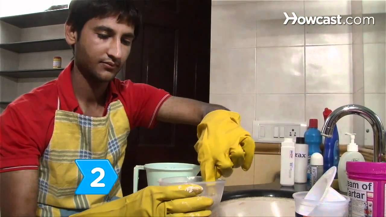 How to Remove a Red-Brown Rust Stain from a Bathroom Sink
