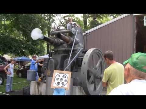 HUGE FAIRBANKS MORSE MODEL 32 ENGINE RUNNING