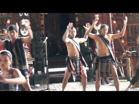 Văn nghệ dân tộc thiểu số T.T Lạc Dương
