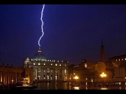 LIGHTNING STRIKES VATICAN MOMENTS AFTER POPE BENEDICT SHOCKS WORLD WITH RESIGNATION (FEB 12, 2013)