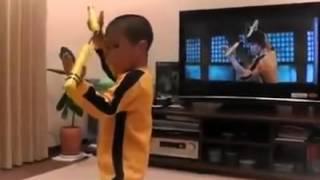 日本5歲的男孩拷貝功夫大師李小龍 隆成 ryusei 模仿香港功夫巨星李小龍 的雙節棍招式 精彩 了不起
