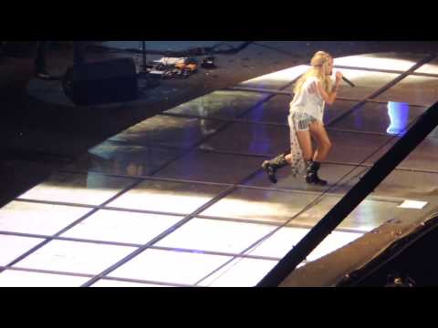 Paradise City - Carrie Underwood (CMA Fest 2013)