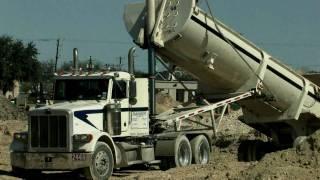Peterbilt Dump Truck stuck in the dirt HD