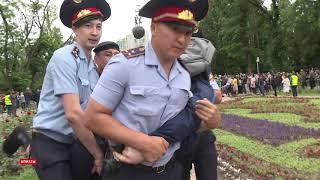 Массовые задержания в день выборов в Алматы
